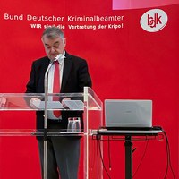 Herbert Reul: Ordnungsbehörden und Polizei stehen vor bisher ungeahnten Herausforderungen