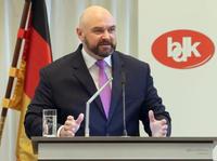 Ehrenamt am Pranger: Förderung von gesellschaftlichem Engagement nur hohle Politikerphrasen?