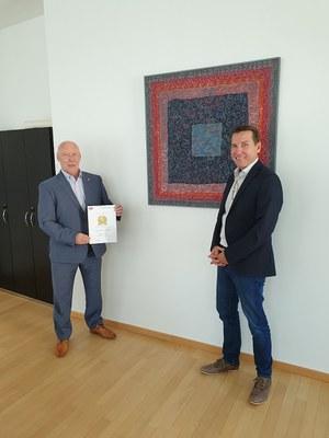 Ehrennadel in Gold für Polizeipräsident Berg