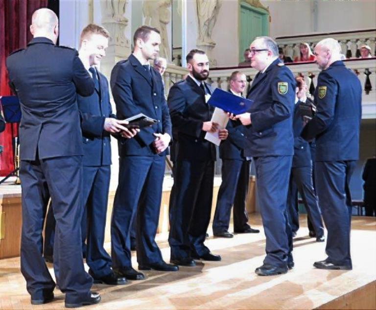 Feierliche Ernennung der Polizeimeisterinnen und Polizeimeister der Polizeifachschule Schneeberg