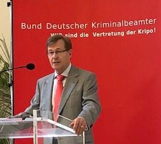 """Justizminister NRW Peter Biesenbach und Teresa Jimenez-Becerril MEP, Beauftragte für Terrorschutz in der EU eröffneten internationale Fachtagung des BDK """"Wen(n) Terror trifft"""""""