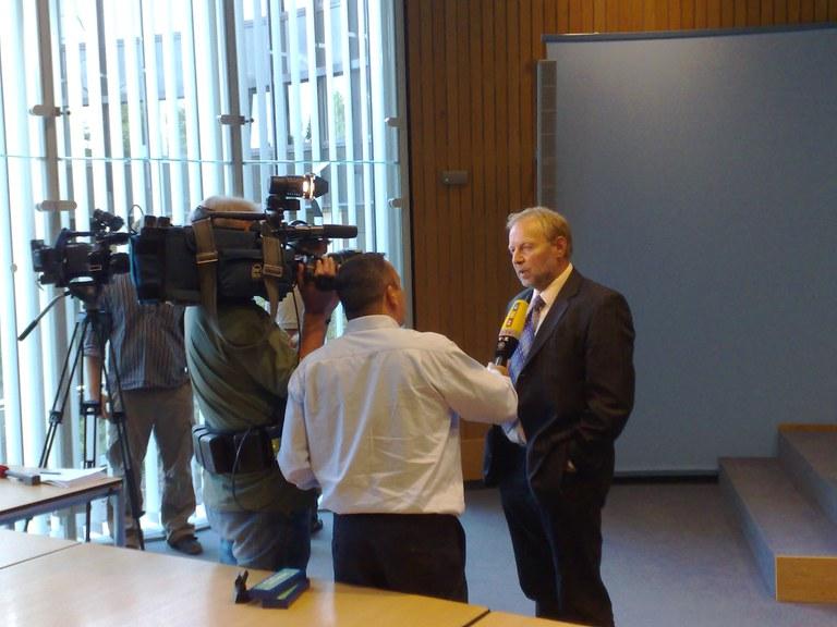 Landespressekonferenz in Düsseldorf zu den Mafia Morden vor einem Jahr in Duisburg