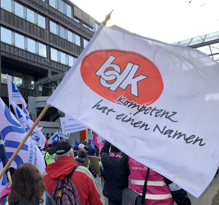 Warnstreik und Demo in Stuttgart